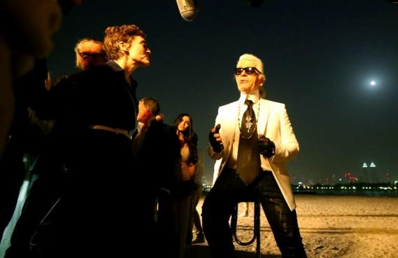 À la demande de savoir pourquoi il avait choisi Dubaï pour y organiser, pour la première fois, un défilé, Karl Lagerfeld a estimé que «c'est le monde de demain». (Photo MARWAN NAAMANI, AFP)
