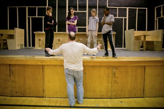 Depuis le début de l'année scolaire, les élèves ont travaillé d'arrache-pied pour apprendre la conception scénique, le chant, la danse et la conception de décors avec l'aide d'une équipe de l'Opéra de Montréal. (Photo: David Boily, La Presse)