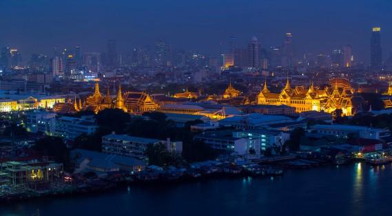 Bangkok: le Palais royal entouré de la ville, au loin. (Photo Athit Perawongmetha, Reuters)