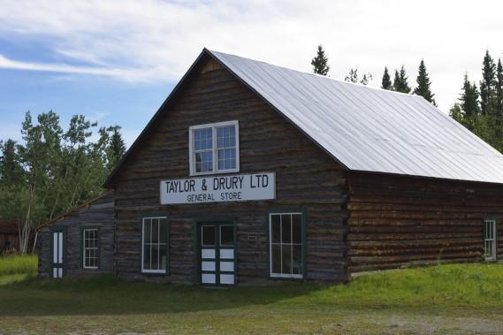 Fort Selkirk, un ancien comptoir de la Compagnie de La Baie d'Hudson installé en 1852 sur le fleuve Yukon, a été en partie restauré. (Photo Marie Tison, La Presse)