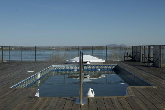 Les copropriétaires ont accès à une terrasse avec une piscine sur le toit. D'en haut, tous peuvent admirer le fleuve. (Photo Olivier Jean, La Presse)