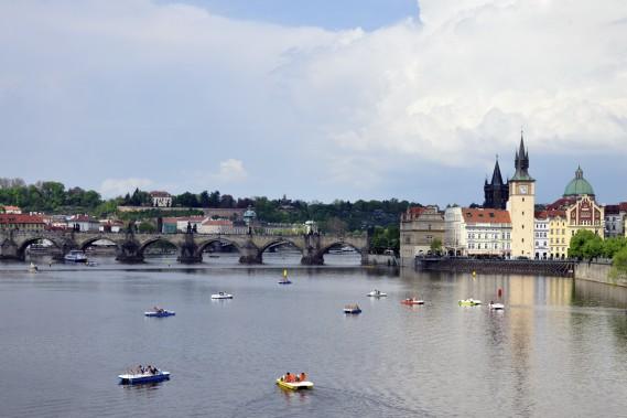 Prague charme avec son éclectique mais harmonieux mélange des styles architecturaux, son dédale de ruelles pavées et ses ponts de pierre enjambant la rivière Vltava. (Photo Stéphanie Morin, La Presse)