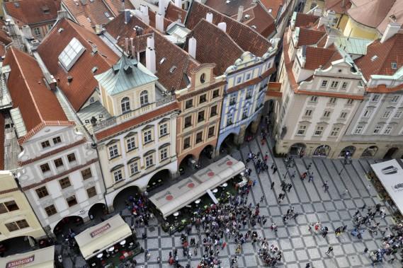 L'étroite passerelle qui coiffe le tour de l'horloge offre un panorama incomparable sur la vieille ville. (Photo Stéphanie Morin, La Presse)
