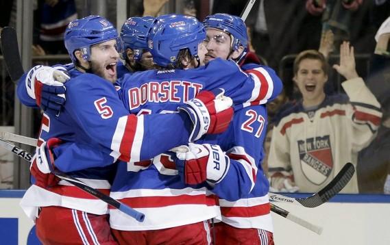 Les Rangers célèbrent leur but. (Photo AP)