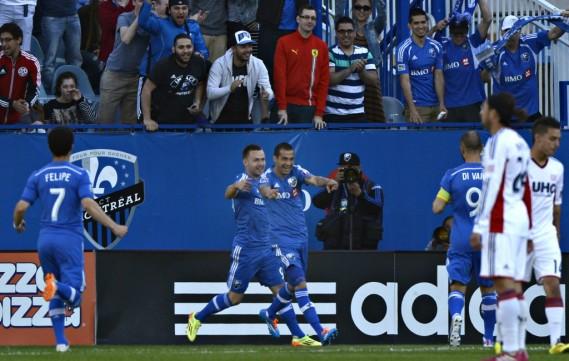 Les joueurs de l'Impact se réjouissent de leur victoire. (Bernard Brault, La Presse)