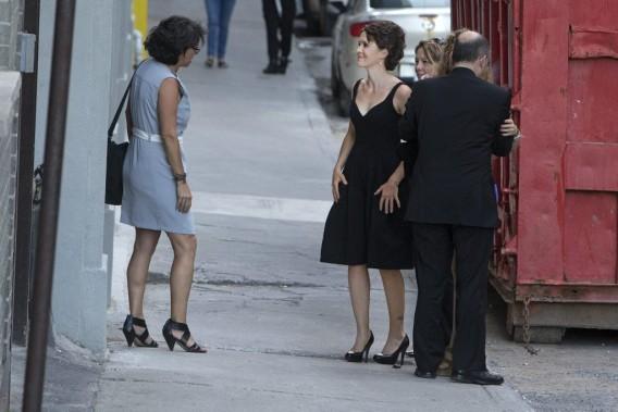 Geneviève Jeanson a assisté à la première du film La petite reine. Pour ne pas être mitraillée par les photographes et questionnée par les journalistes, elle est entrée dans l'Impérial par une porte située sur le côté de l'édifice. (Photo: Robert Skinner, La Presse)