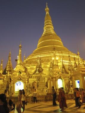 Deux visites ne sont pas de trop pour admirer Shwedagon Paya, sous la lumière matinale et à la tombée de la nuit. (Photo Rodolphe Lasnes, collaboration spéciale)