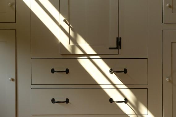 Un meuble banal devient unique lorsqu'on y ajoute des poignées ou de la quincaillerie choisie, récupérée ou neuve. (Photo Bernard Brault, La Presse)
