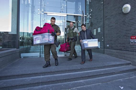 Les trois hommes, qui s'étaient enfuis en hélicoptère le 7 juin, ont été arrêtés vers 1 h 30 dans un édifice d'appartements en copropriété du Vieux-Montréal par les enquêteurs de la Sûreté du Québec (SQ). (Photo Félix O.J. Fournier, Collaboration spéciale)