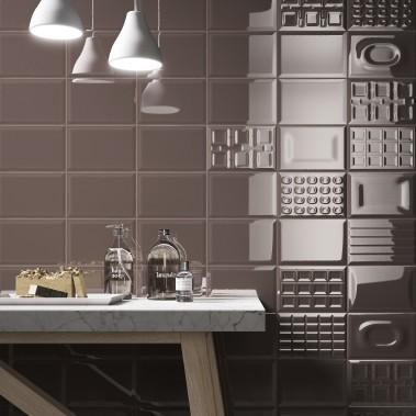 Dans une salle d'eau, avant de plonger dans un bain aromatisé au chocolat... la couleur Marrone qui change tout. (Cento per cento, chez Ciot.) (Photo fournie par Ciot)