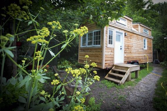 Natalie Héron a construit sa micromaison dans l'arrière-cour de ses parents à Dorval. (Photo Olivier Jean, La Presse)