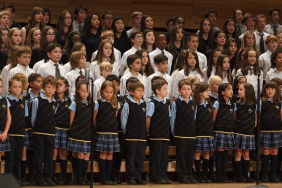 Environ 300 jeunes choristes ont eu la chance de chanter avec Céline Dion hier, dans la foulée d'un concours destiné à recueillir des fonds pour la Fondation CHU Sainte-Justine. (Photo: Ulysse Lemerise, collaboration spéciale La Presse)
