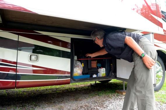 Plusieurs coffres de rangements sont accessibles de chaque côté du véhicule. (Le Soleil, Erick Labbé)