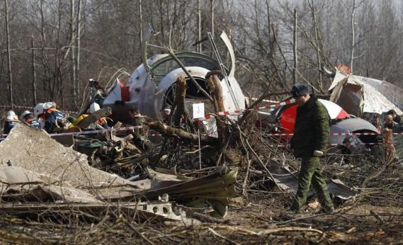 Russie, 10 avril 2010: un Tupolev-154 transportant 96 personnes, dont le président polonais Lech Kaczynski, s'écrase en tentant d'atterrir près de Smolensk (ouest), tuant tous ses occupants. (PHOTO SERGEY PONOMAREV, ARCHIVES AP)