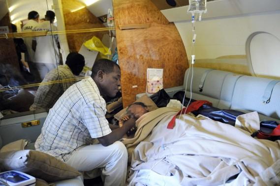 Comores, 30 juin 2009: un Airbus A310 de la compagnie yéménite Yemenia, avec 153 personnes à bord, s'abîme au large des Comores peu avant d'atterrir à Moroni. Il n'y a qu'une survivante, une adolescente. (PHOTO STÉPHANE DE SAKUTIN, ARCHIVES AFP)