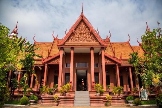 La façade du Musée national de Phnom Penh et la superbe cour centrale valent à elles seules le détour. (PHOTO KIP RADT, COLLABORATION SPÉCIALE)