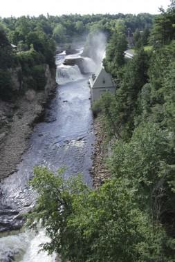 Les chutes d'Ausable Chasm, au sud de Plattsburgh. (Photo Guillaume Lefrançois, La Presse)