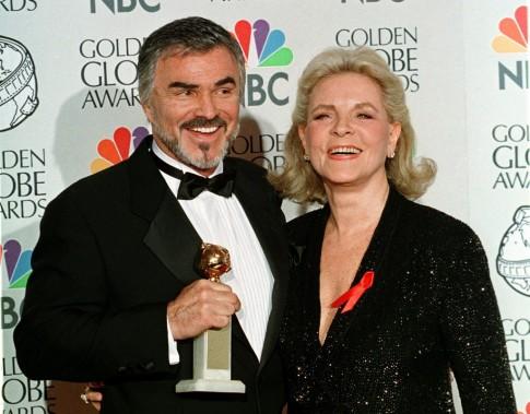 Aux côtés de Burt Reynolds lors de la 55e cérémonie des Golden Globes. (Reuters)