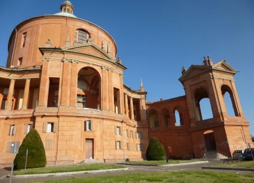 LeSantuario Madonna di San Luca se trouve au sommet du Monte Guardia. (PHOTO CATHERINE SCHLAGER, LA PRESSE)