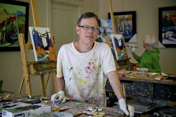 Pendant la journée, Gordon Harrison se retire souvent dans son atelier situé dans un autre pavillon. (Photo David Boily, La Presse)