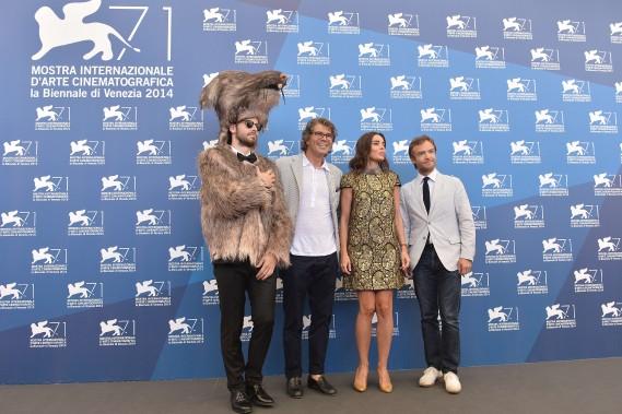 Jour 2 - Jeudi 28 août:Gregory Bernard, Élodie Bouchez et Jonathan Lambert, en charmante compagnie. (Photo AFP)