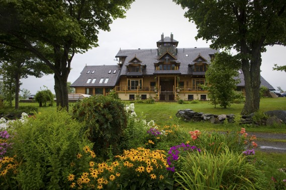 Une grande maison familiale affichant un style canadien et polonais, voilà ce que désirait Thomas Bedkowski. (Photo André Pichette, La Presse)