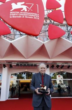 Jour 3 -Le documentariste américain Frederick Wiseman, 84 ans, a reçu vendredi un Lion d'or pour l'ensemble de sa carrière. (PHOTO TONY GENTILE, REUTERS)