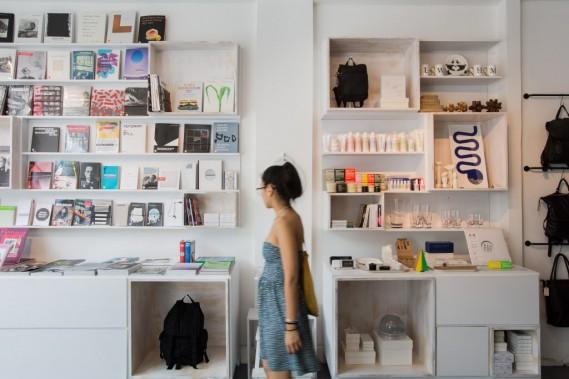 Le magasin propose des livres ainsi que des revues d'art. (Photo Edouard Plante-Fréchette, La Presse)