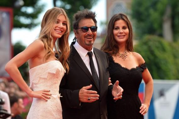 Jour 4 - Al Pacino accompagné de Camila Sola et de Lucila Sola pour la projection du film <em>Manglehorn</em>. (Photo TIZIANA FABI, AFP)