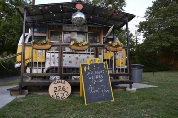 Le stand I Dream of Weenie est bien connu pour ses hot-dogs. (PHOTO ÉMILIE CÔTÉ, LA PRESSE)