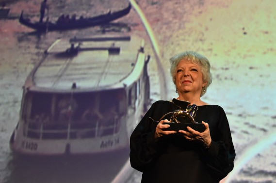 Jour 7 -La monteuse Thelma Schoonmaker a reçu un Lion d'or afin de souligner l'ensemble de sa carrière. (Photo: AFP)