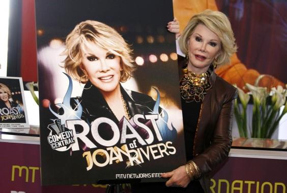 Joan Rivers poses pour les photographes afin de présenter <em>Comedy Roast with Joan Rivers</em> au MIPCOM de Cannes. (Photo: archives Reuters)