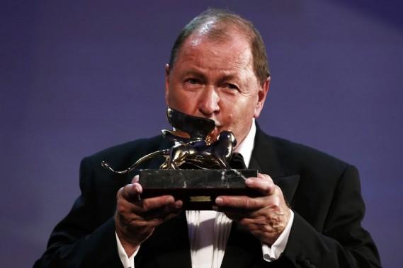 Le réalisateursuédois Roy Andersson a remporté samedi le Lion d'orpour son film<em>Un pigeon assis sur une branche, réfléchissant sur l'existence.</em> (PHOTO TONY GENTILE, REUTERS)