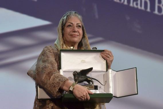 La réalisatrice iranienne Rakhshan Bani-Etemad a reçu samedi le prix du Meilleur scénario pour son film <em>Ghesseha</em>. (PHOTO TIZIANA FABI, AFP)