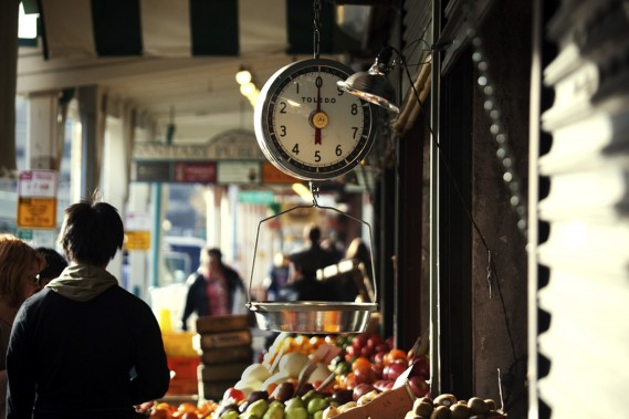 Situé près de la rive d'Elliot Bay, le Pike Place Market offre fruits, légumes, produits artisanaux et, surtout, une kyrielle de produits de la mer pêchés au large dans l'océan Pacifique. (Photo Charlie Schuck, fournie par Pike Place Market)