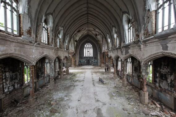 Un imposant ensemble construit au début du XX<sup>e</sup> siècle. Les émeutes de 1967 ont éclaté non loin de là. L'église a été fermée en 2006 et s'est rapidement dégradée. (Photo Edouard Plante-Fréchette, La Presse)