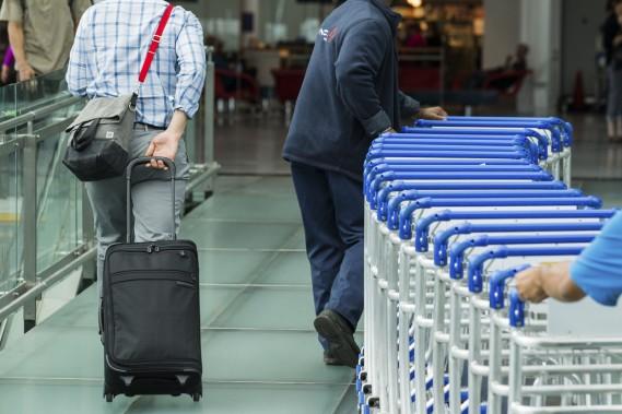Les voyageurs qui s'envolent de Montréal vers les États-Unis peuvent désormais utiliser le dépôt de bagages libre-service. (PHOTO EDOUARD-PLANTE-FRÉCHETTE, LA PRESSE)