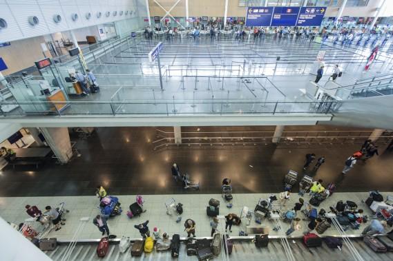L'attente à la douane canadienne a été considérablement réduite depuis l'installation de bornes automatisées dans l'aéroport montréalais. (PHOTO EDOUARD-PLANTE-FRÉCHETTE, LA PRESSE)