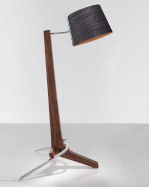 Lampe de bureau à DEL, en aluminium brossé et bois naturel, CERNO, 555,75$ chez Montreal Luminaire & Quincaillerie. (PHOTO FOURNIE PAR CERNO)