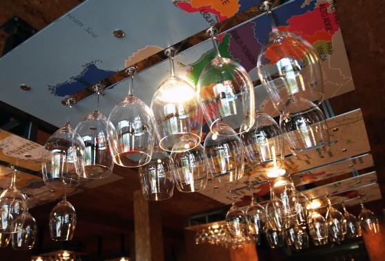 Des supports à verre plutôt originaux. (Patrick Woodbury, LeDroit)