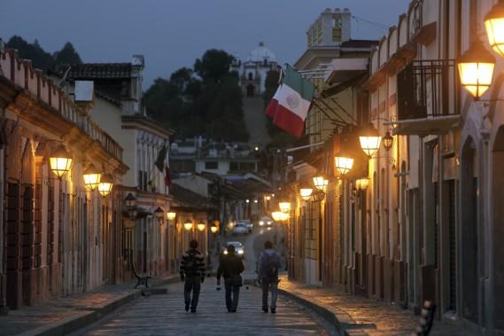Au fond de la rue Real de Gudalupe on peut voir l'église et ses longs escaliers. (Photo Martin Chamberland, La Presse)