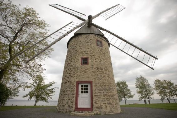 Le moulin à vent au parc historique de la Pointe-du-Moulin est l'un des deux seuls qui fonctionnent toujours au Québec. (PHOTO DAVID BOILY, LA PRESSE)