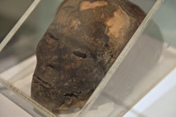 Tête momifiée, Andes, vers le XIII<sup>e</sup> siècle, de l'époque précolombienne. Don du Dr Claude Fortier (1986). Collections de l'Université Laval (Le Soleil, Pascal Ratthé)
