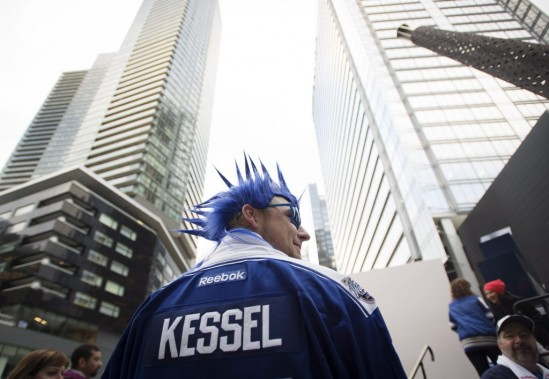 Un fan des maple Leafs se rend au Air Canada Centre. (PC)