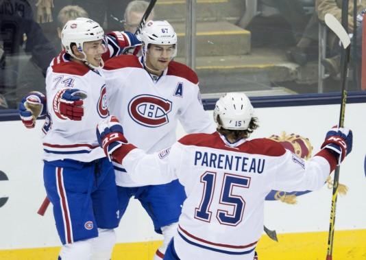 Alexei Emelin, Max Paciorretty et Pierre-Alexandre Parenteau célèbrent le premier but du Canadien. (PC)