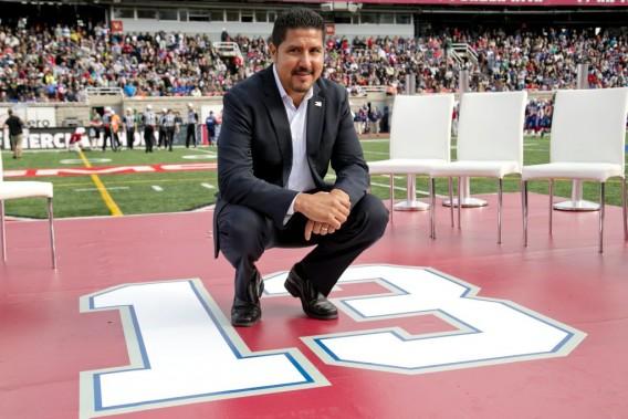 Les 23 000 amateurs présents au stade Percival-Molson ont chaudement applaudi l'ancien numéro 13 des Alouettes. (Photo David Boily, La Presse)