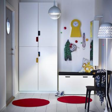 Dans cette demeure aménagée par la firme Cummings Architects, l'entrée secondaire est juste à côté de la salle à manger familiale, d'où l'idée d'y installer le vestiaire. (Photo fournie par IKEA)