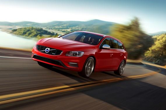Volvo V60 - À partir de 39 800 $ - Depuis que la marque suédoise est passée aux mains d'intérêts chinois, Volvo a entrepris une vague de renouvellement de ses modèles. La familiale V60 fait partie de ces changements. (Photo Volvo)