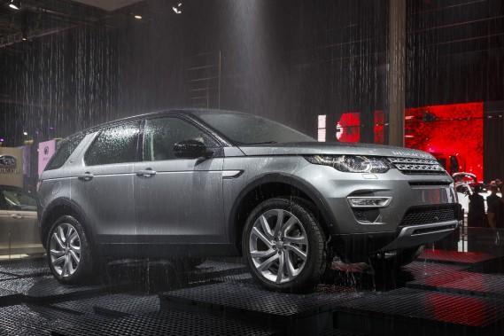 Land Rover Range Rover Discovery Sport - Prix non dévoilé - Dévoilé au récent Mondial de l'automobile à Paris au début du mois, le Discovery Sport se situe quelque part pas loin du Land Rover LR2 et du Range Rover Evoque. Il remplacera à terme le LR2. (Photo Land Rover)