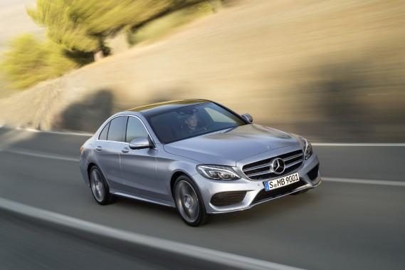 Mercedes-Benz Classe C - À partir de 43 000 $ - La berline de Classe C de quatrième génération a encore plus de style que sa devancière. Deux moteurs sont offerts: un quatre-cylindres de 241 chevaux ou un V6 de 329 ch. (Photo Mercedes-Benz)